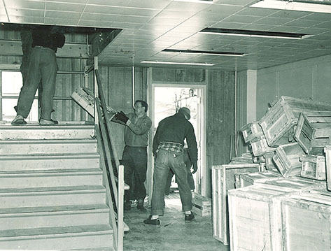 Moving items into Main Library, the University of Iowa, 1951