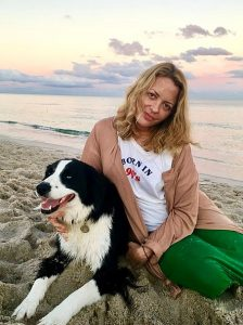 image of Elizabeth Wurtzel on beach with border collie